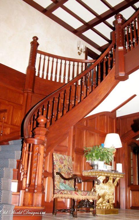 Nelson DeMille - Garden City - Circular staircase (wood)