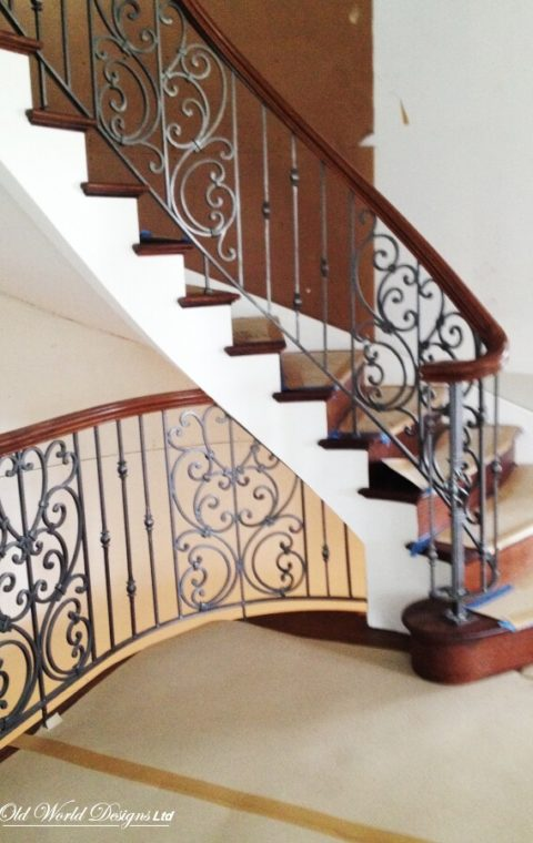 Manhasset - Circular staircase (metal and wood)