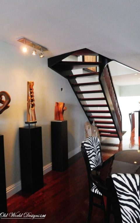 Port Washington - Straight staircase (wood)