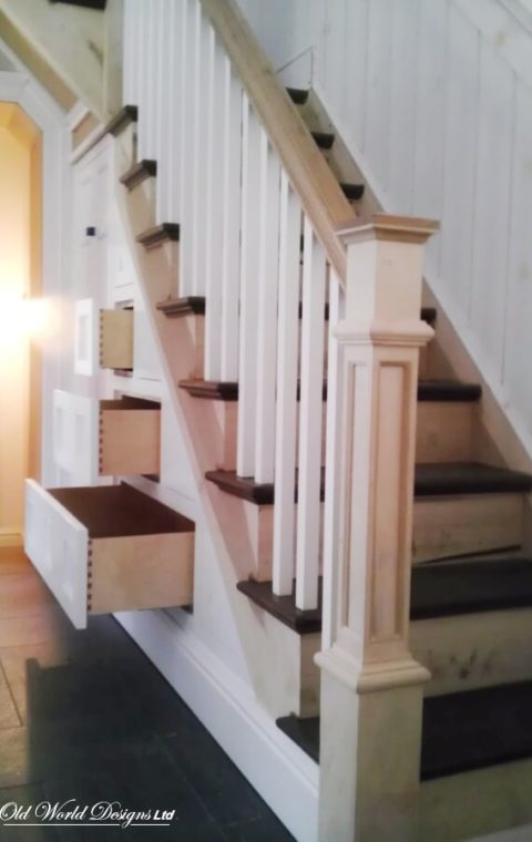 Stairs with drawers (wood)