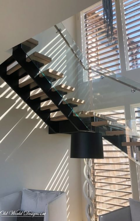 West Hampton - Straight staircase (metal, glass and wood)