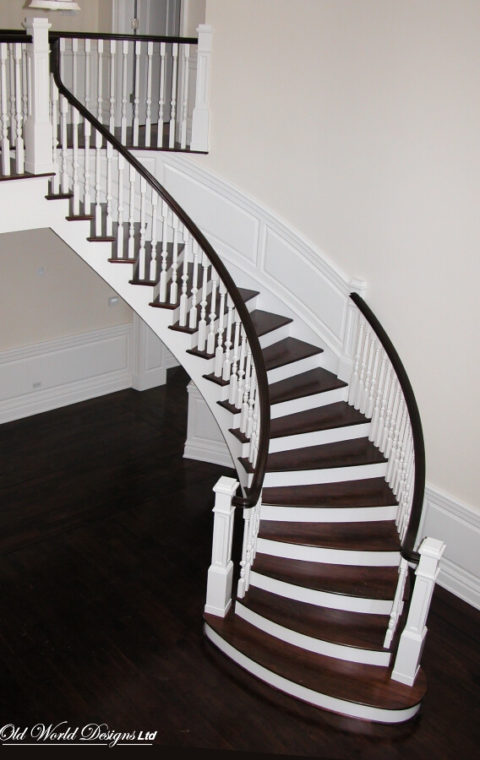 Old Brookville - Circular staircase (wood)
