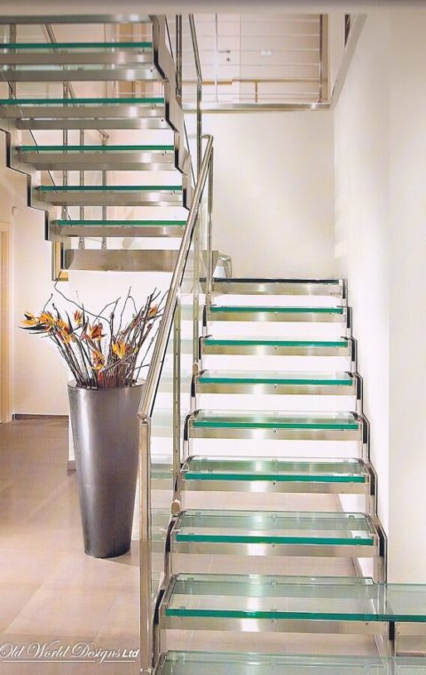Straight staircase (glass and iron)