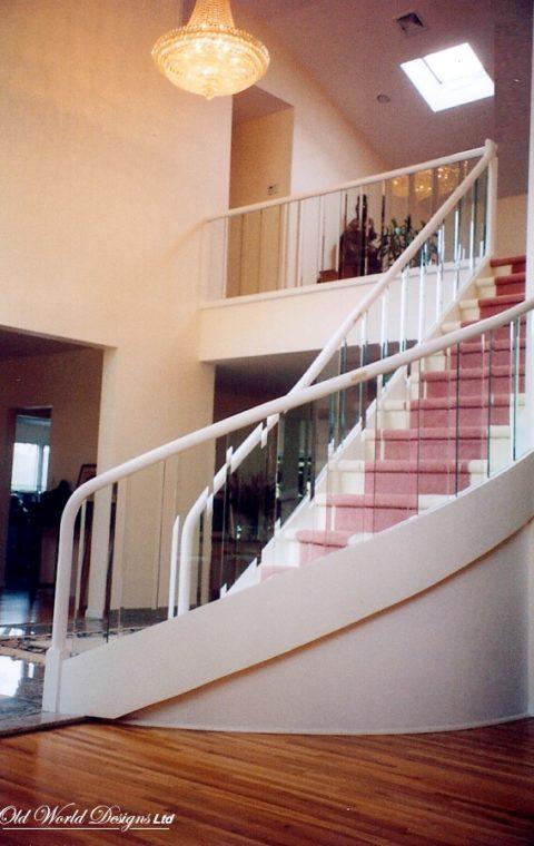 Circular staircase (glass and wood)