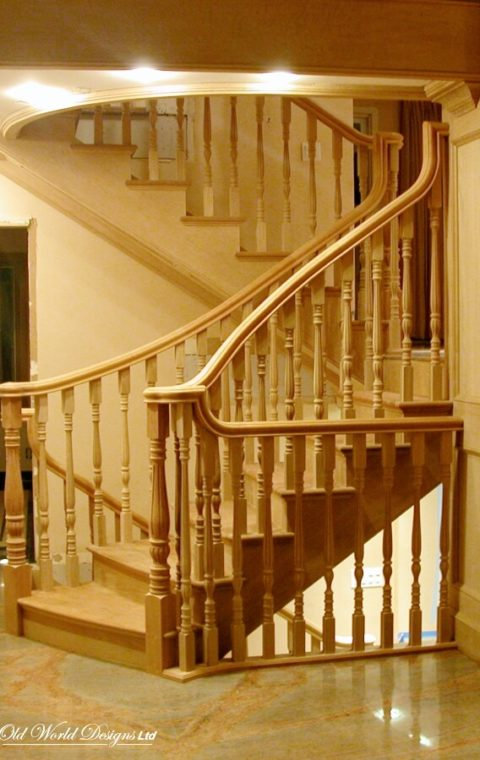Curved and straight staircase (wood)