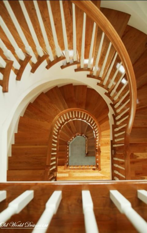 Curved staircase (wood)